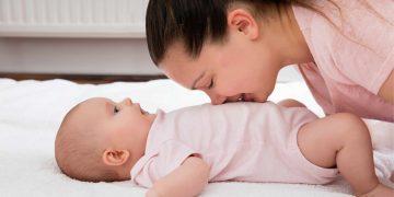 anne ve bebek karın guruldaması